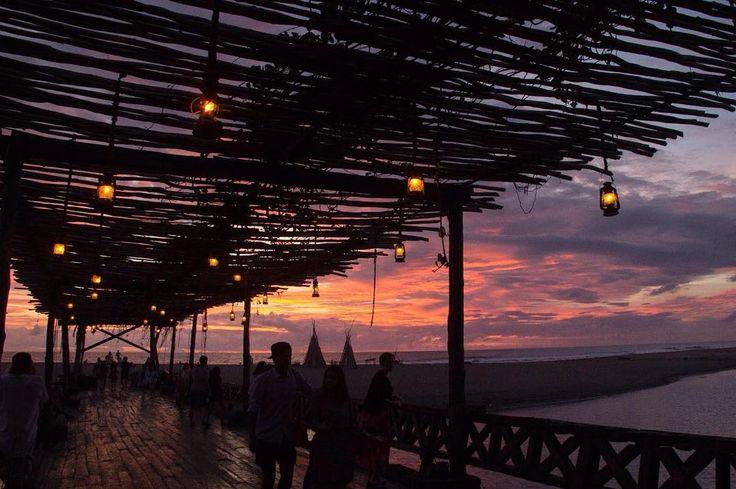 Another beautiful sunset at La Laguna  #lalagunabali #decoration #archictecture #bridge #gypsyplace #restaurant #beachbar #balilife #balibible #seminyak #whattodoinbali #amazingbali #canggu #lalaguna #bali #bridge #woodenbridge
