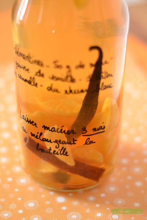 Rhum arrangé d'hiver – Mandarine et Cannelle : http://www.lesboitesdemarie.fr - 1 bouteille de 1L  - 3 clémentines mûres  - 50g de sucre de canne  - 1 gousse de vanille fendue en 2  - 1 bâton de cannelle  - du rhum blanc (environ 70 cl)