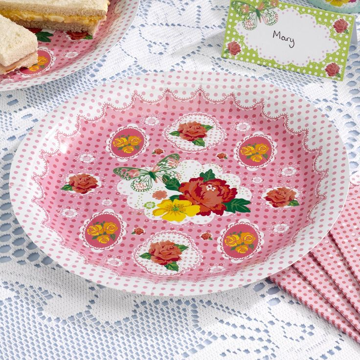 Vintage summer plates, great for tea parties with a vintage theme. www.fuschiadesigns.co.uk
