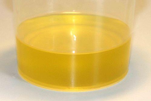 Coucou, Cette fois, c'est une huile démaquillante pour les vacances qui fleure bon le coco ! Ingrédients : 50 ml de macérât de de prêle dans huile de pépins de raisins 40 ml de macérat de camomille dans huile de noisette 10 ml de polysorbate 80 2 ml de...