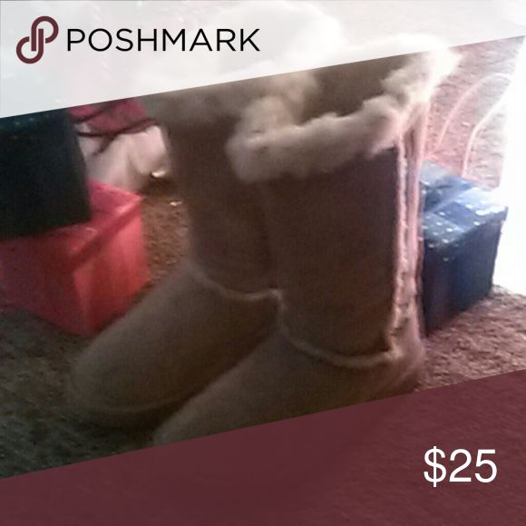 Ladies Skechers Genuine Suede/Fur lined Boots Ladies Size 8 1/2 Sketchers tan fur lined boots. Good Condition. Skechers Shoes Winter & Rain Boots