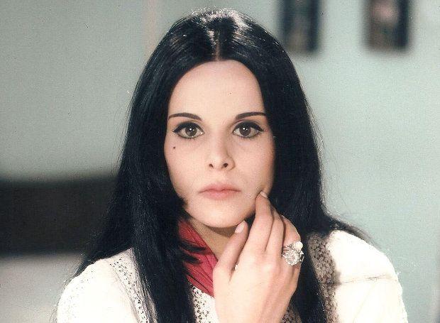 Έλενα Ναθαναήλ (1947 – 2008): Δημοφιλής ελληνίδα ηθοποιός, από τις πιο όμορφες και ξεχωριστές παρουσίες της εγχώριας σόουζ-μπιζ.