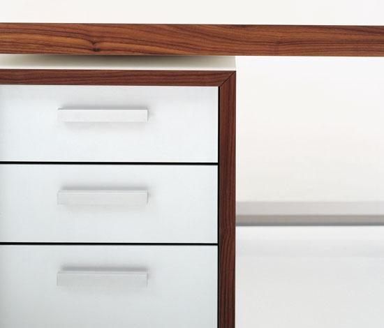 Gubi Go Desk - Perfectly detailed.