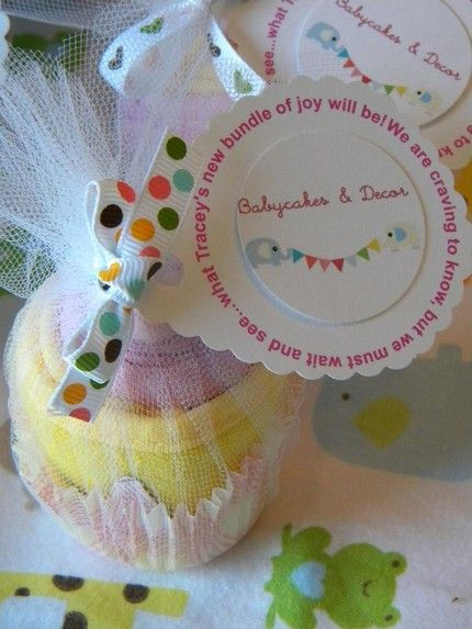 baby clothing cupcakes! This is a really cute gift idea for a baby shower