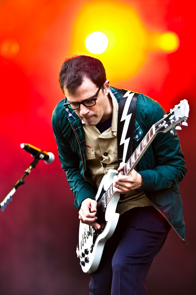 how to play weezer on guitar