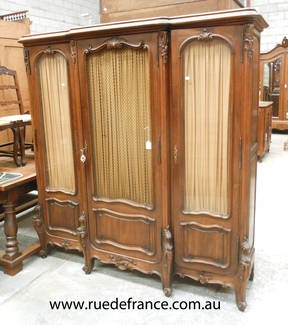 ANTIQUE FRENCH CARVED WALNUT DISPLAY CABINET - CUPBOARD