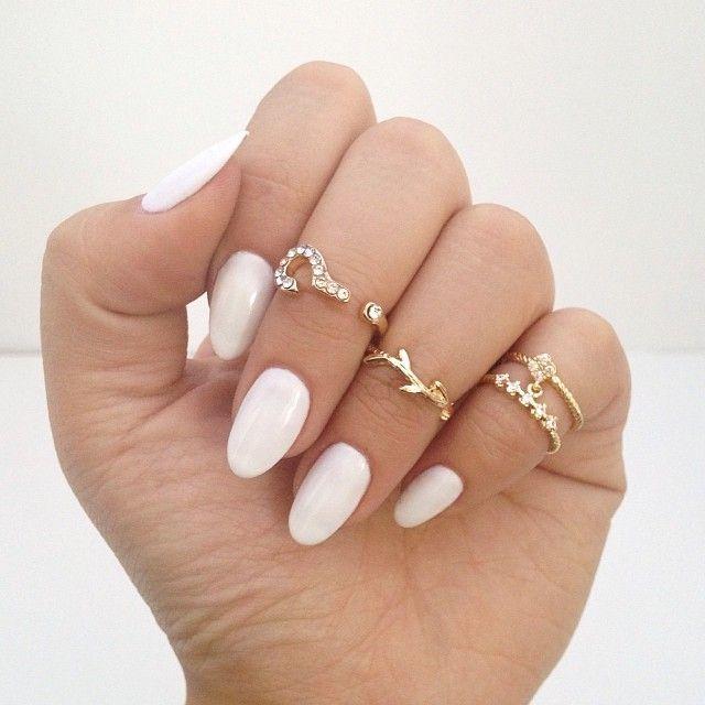 Uñas tipo ovaladas en color blanco <3