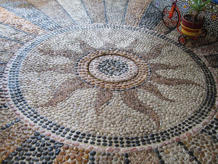 Pisos de jard n decorados con piedra bola de mar de for Jardin 7 colores bernal