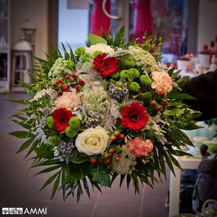 Dárková kytice s růžemi, karafiáty, gerberami a chryzantémou