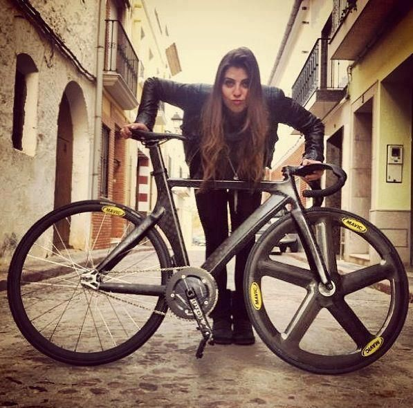 When such high end bikes as this one go fixed gear I have to say it doesn't add anything positive to my impression.