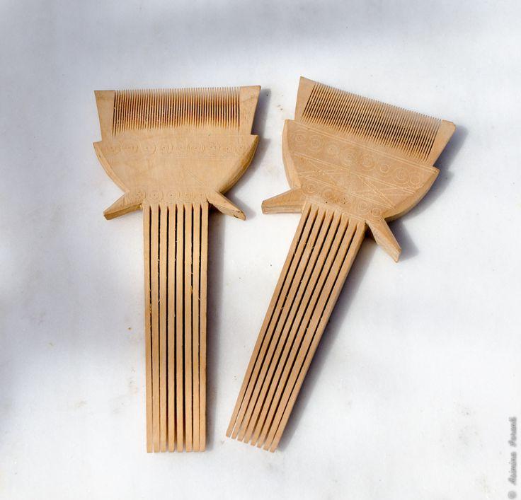 Vintage 70s Indian Wooden Hair Combs - Über den Traum