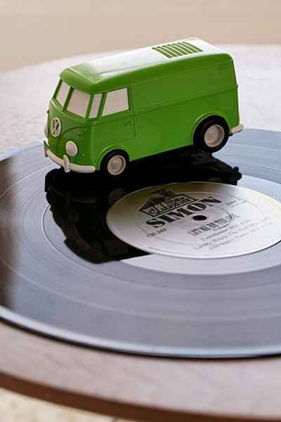 Record Runner Portable VW Bus Vinyl Record Player - Urban Outfitters
