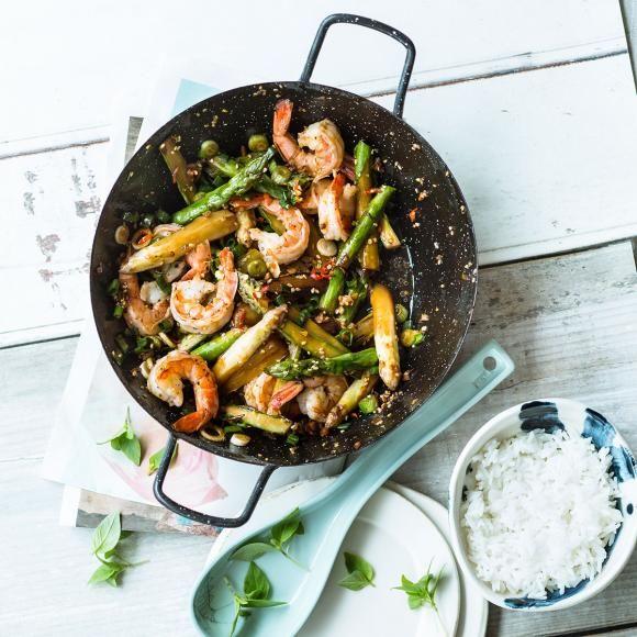 Rezept: Spargel-Wok mit Garnelen und Duftreis