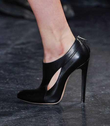 Bilekli, bootie tarzı stilettolar kışın kullanmak için ideal alternatifler oluşturuyor...