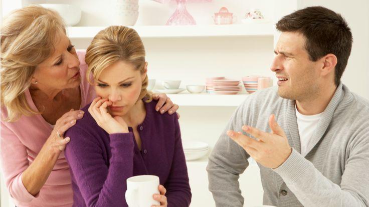 La suegra que opina sobre todo aunque tú no se lo pidas y te da consejos de cómo ser buena esposa.