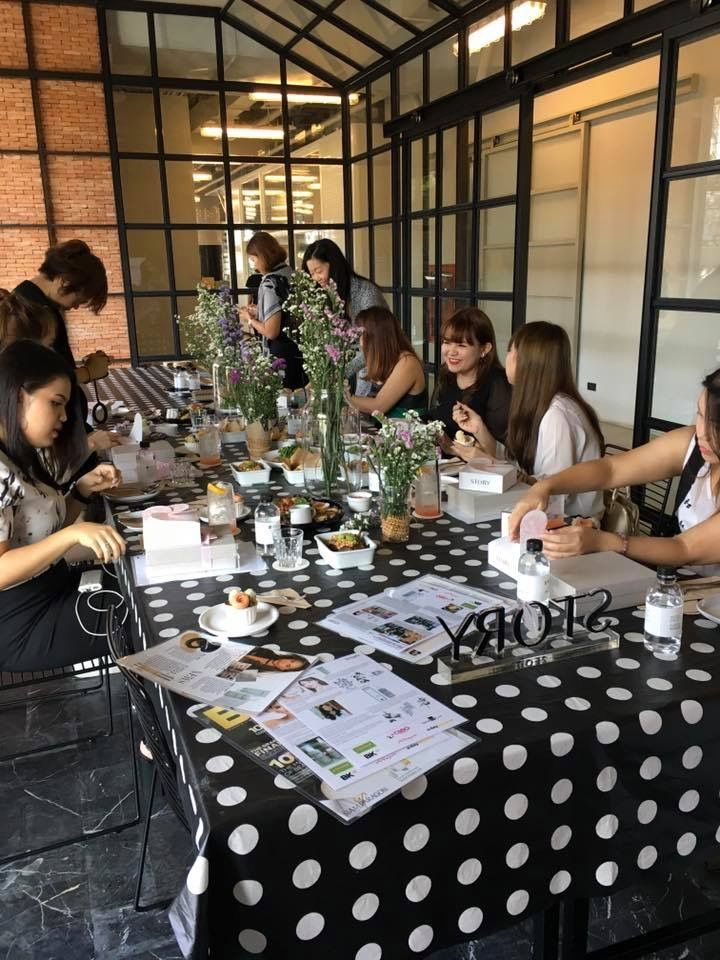 An exciting afternoon hosting Story Seoul's first workshop for beautiful, creative and fun bloggers.  Oh Yeah!  A perfect way to end an adventurous week.