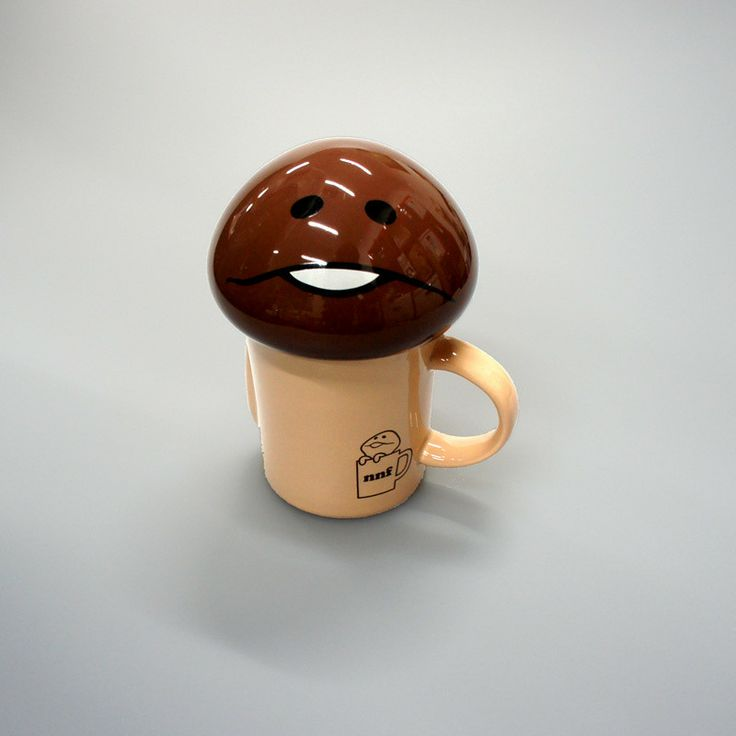 This die-cut mug is themed after the greatly popular, yet strange Japanese character, Nameko! Nameko is from the popular Japanese game app Nameko Saibai Kit and is also known as Funghi from the Nintendo DS game Touch Detective. This mug includes a convenient lid with Nameko's unique expression. Now you can enjoy a cup of coffee or tea with Japan's foremost cute character, Nameko! © Beeworks Co....