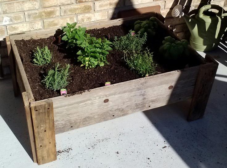 1000 images about garden on pinterest gardens raised for Wood pallet herb garden