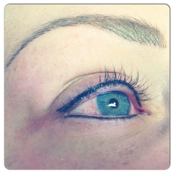 Permanente make-up Eyeliner boven en onder en Hairstroke techniek van de wenkbrauwen . Beautyvit huidverbetering dreef 10 in Breda 076-5223838 info@beautyvit.nl www.beautyvit.nl