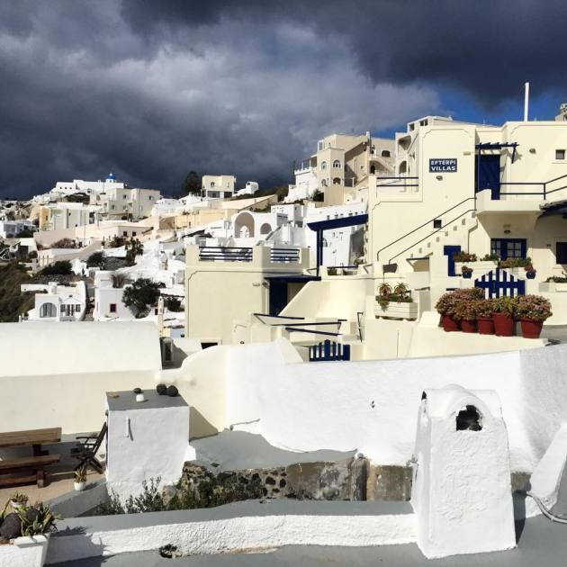 The celebrity islands of Santorini, a group of small archipelago 200 kilometers off Greek mainland, displays a unique view of its capital cliff city, Fira, whose name derives from the ancient Greek name of the island, Thira.