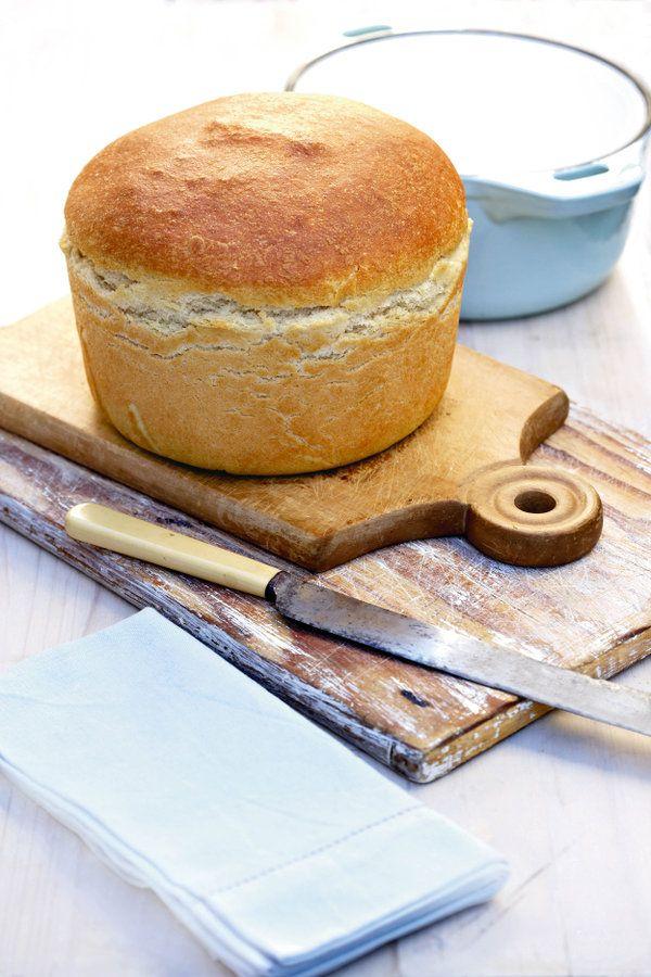 Dié brood is volgens die direkte deegmetode. Jy gebruik suurdeeg en die deeg word geknie. So 'n groot potbrood bak ek gewoonlik as ek redelik baie mense het vir 'n braai