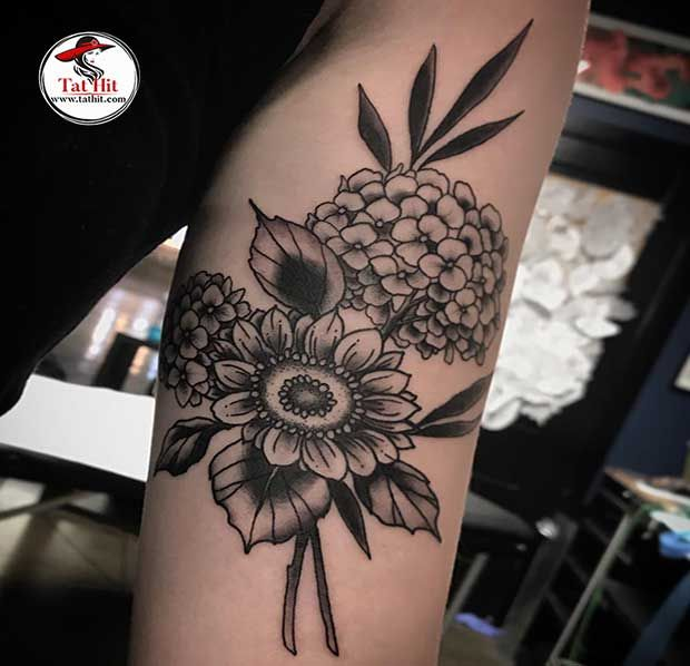 Hydrangea Flower Tattoo With Sunflower In 2020 Hydrangea Tattoo Flower Tattoo Arm Tattoos