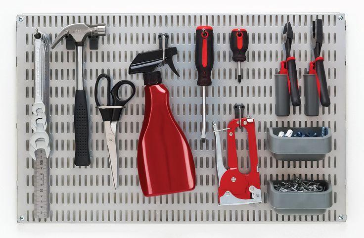 Työkalujen muuntuva ja joustava seinäsäilytysratkaisu. -  Flexible and variable storage solution for tools.