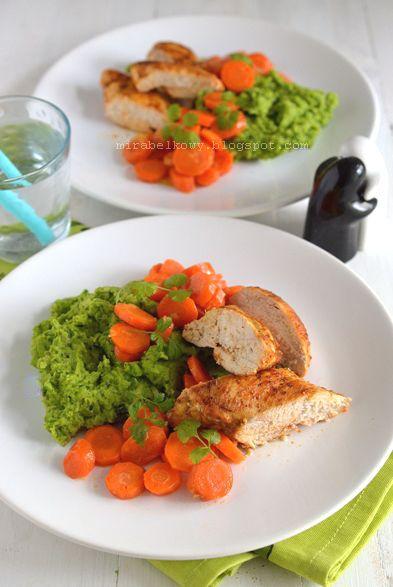 Kurczak z groszkowym puree i imbirową marchewką