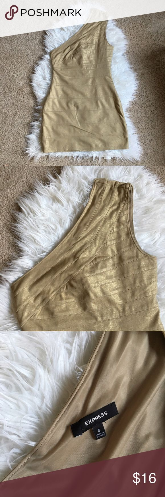 SALE! 🌸 Express Gold Mini Dress Gold one-shoulder mini dress with shimmer. I'm 5'4 and the dress hits slightly above mid thigh. Only worn once to a wedding. Express Dresses Mini