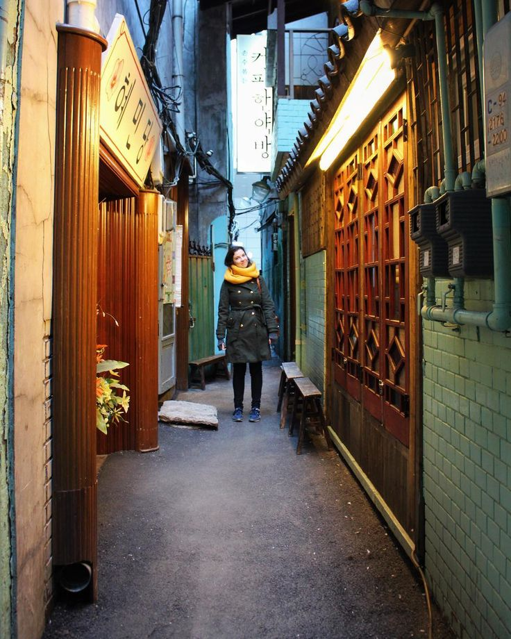 Finding narrow alleys to hang out in where the walls are green and coffee is roasted manually and served warm.          @travelstained    #커피한약방 #coffeehanyakbang #을지로3가 #종로 #종로카페 #가는길 #jongno #euljiro #imagineyourkorea #iseoulu #ig_korea #ig_asia #seoulkorea #visitseoul #seoulinspirit #seoul_korea #travelasia #TLAsia #visit_korea #seoulsnap #koreabyme #koreacoffeeguide