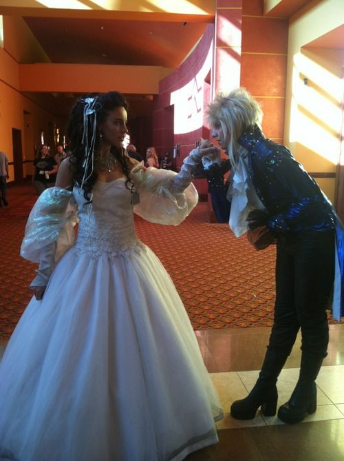 thecheshiresmiles: A+ labyrinth cosplay  Omg!! Love~ *sniff* Sad that David Bowie died!!