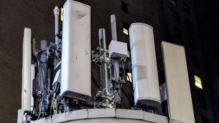 Ookla says tests show average speed of 504Mbps down and 42.7Mbps up at one cell site in New York City with T-Mobile's Licensed Assisted Access (LAA) technology