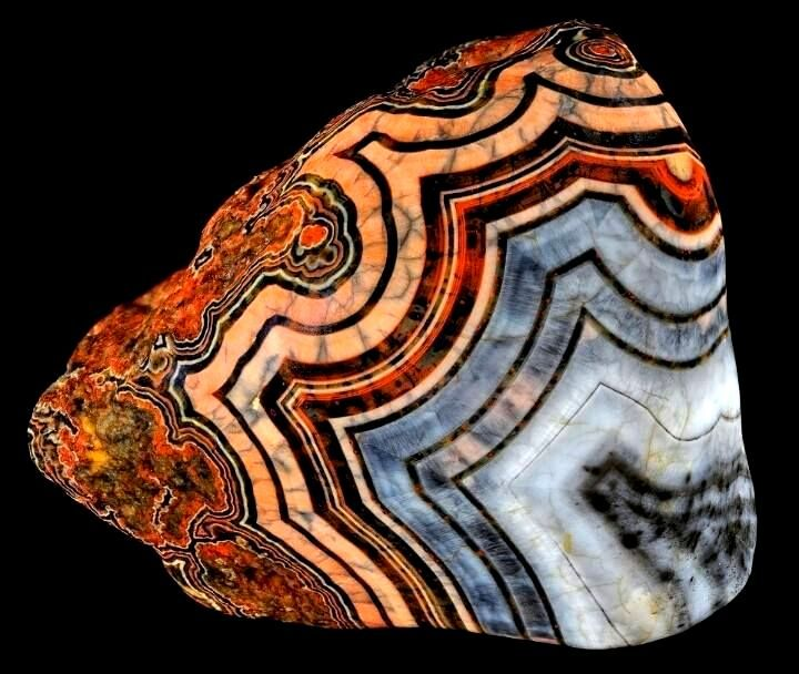 Lake Superior Agate. What is an Agate? Agates are semi-precious gemstones that are a variegated form of chalcedony (pronounced kal-sed'-nee) which is silicone dioxide in the form of microscopic fiberous quartz crystals.