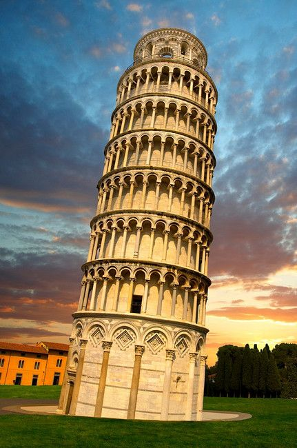 Leaning Tower of Pisa - Tuscany, Italy - Seven Wonders of the Medieval World