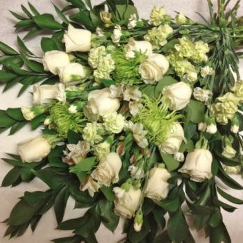 Spectacular green decoration with classic cream white roses