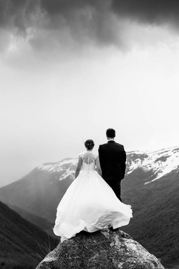 Cozy Winter Norwegian Wedding at Røisheim Hotell | Mona Moe Machava Photography