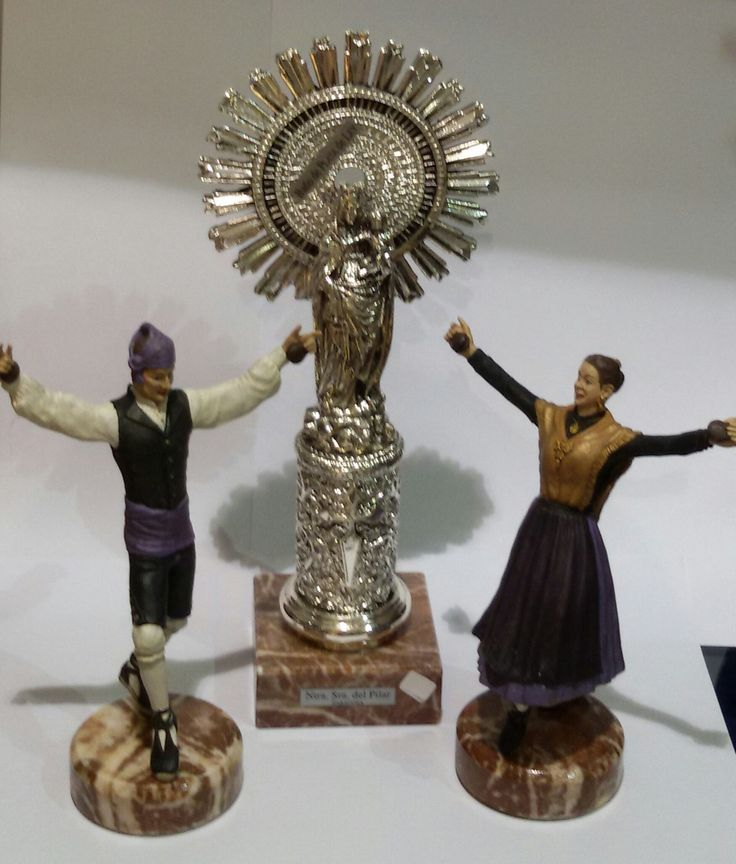 Virgen del Pilar en baño de plata Pareja de de joteros pintados a mano.
