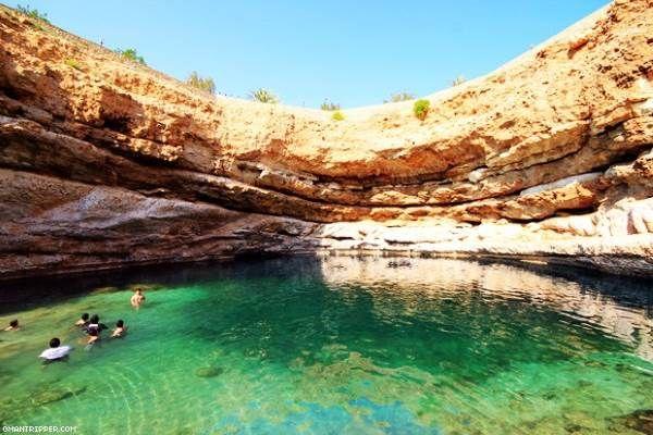 La misteriosa piscina  con spiaggia sotterranea (forse) creata da un meteorite in Oman