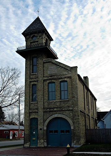 I would so live in an old fire house.