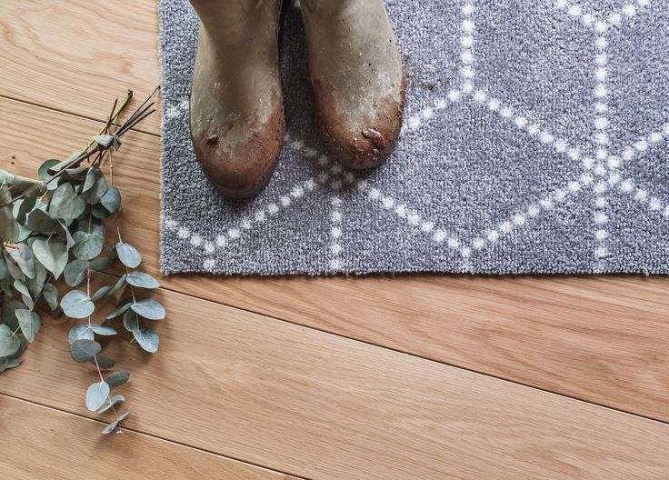 Inspired by the winter weather, Hagl Grey doormat is both playful and geometric at the same time. The colour palette is modern with a white patter on a grey background.