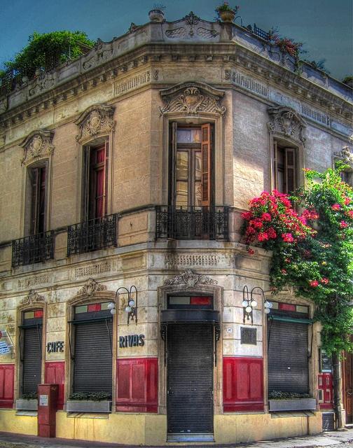 Café Rivas, en la esquina de Estados Unidos y Balcarce, San Telmo