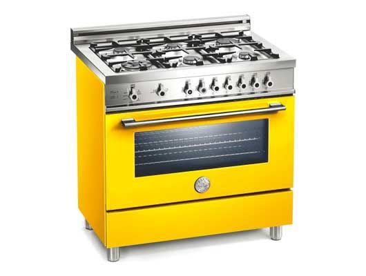 Los italianos saben de 2 cosas: comer y diseñar. En esta Bertazzoni de 6 quemadores conjugan ambos temas. Son cocinas pro. A Chile las trae Die Küche en 8 colores, con 5 quemadores. ¡La mía la quiero amarilla!