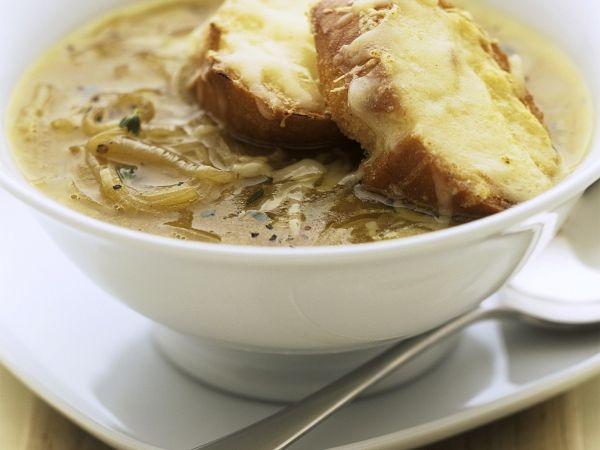 Deze soep is een echte Franse klassieker - Libelle Lekker!