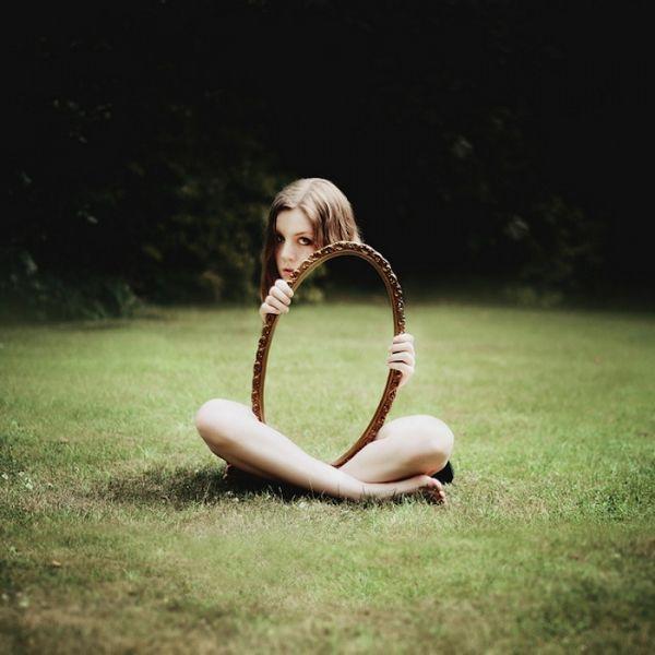 Espectaculares autorretratos conceptuales de una fotógrafa de 19 años