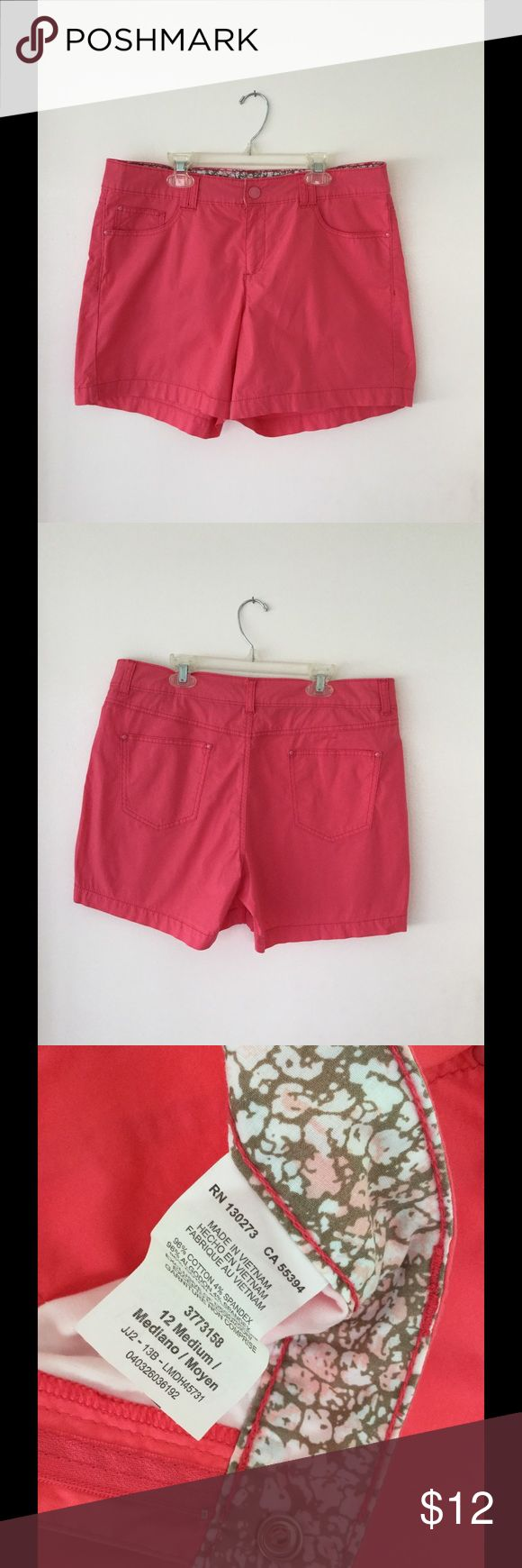 "Lee women's pink shorts size 12 medium. Lee brand women's pink shorts in size 12 medium. 4 1/2"" inseam. Front and back pockets. Snap & zipper front closure. Belt loops. 96% cotton/2% spandex. Nice light and comfortable material. Natural fit just below the waist. Like new condition. Lee Shorts"
