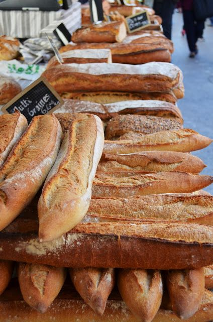 Provence travel guide {Market of St Remy de Provence} via Classic Bride blog. photo: Sarah Darcy