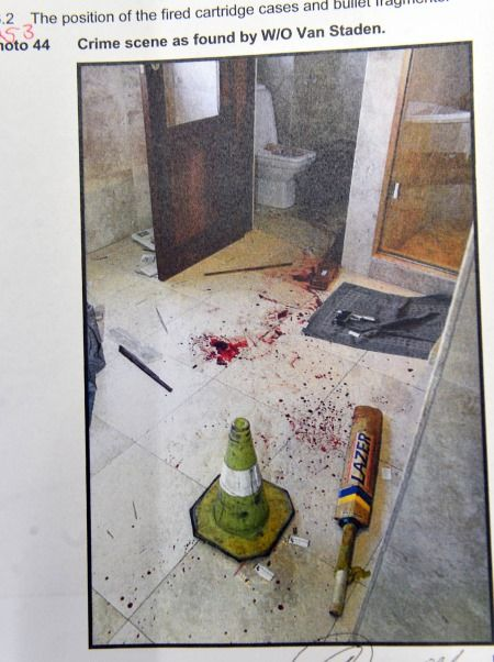 Let op die krieketkolf in die badkamer. (Foto: Leon Sadiki/City Press/Sapa)