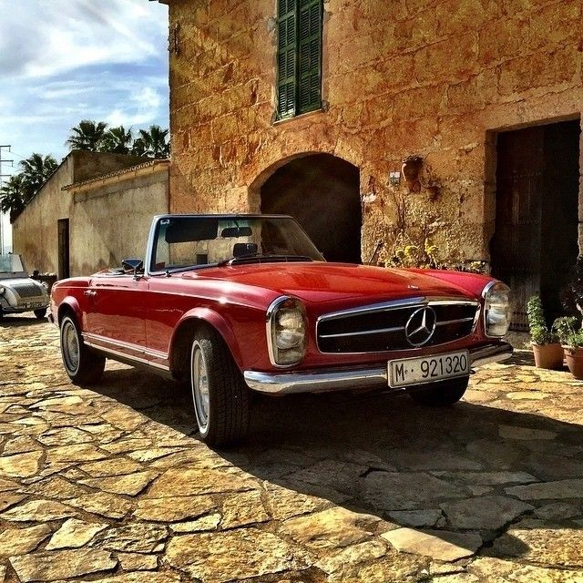 280 SL Pagoda in Spanien. MBPhotoCredit: @joseplluisaguilo cc: @MBClassicCenter (by: mbusa )
