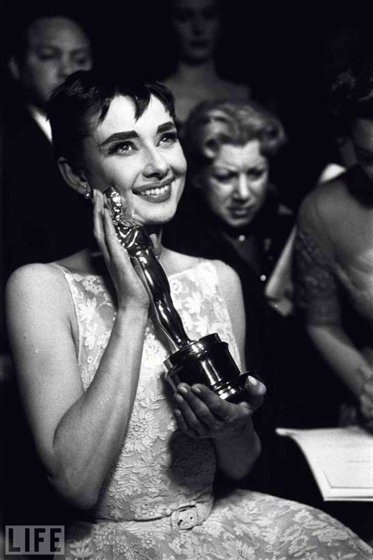 Audrey and her Oscar for Roman Holiday,| Golden Age of Hollywood