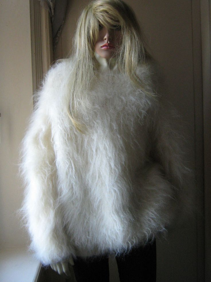 New Fluffy Hayfield Angora Goat Mohair Crew Neck Ivory